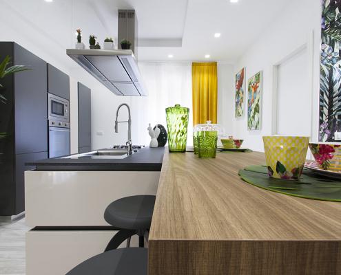cucina nera con penisola caltanissetta